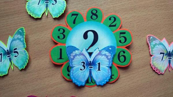 Бабочки с арифметичексими задачами на крыльях, цветы с цифрами