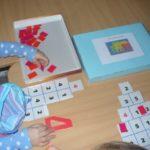 Сетки-домики: в каждой ячейке цифра, рядом коробка с большими цифрами и «кирпичиками»