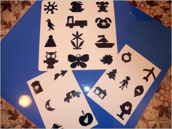 Силуэты разных предметов рядами на листочках