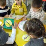 Дети изучают модели часов