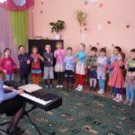 Дошкольники поют песни