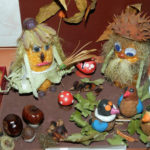 Старичок-лесовичок из кукурузы и листьев