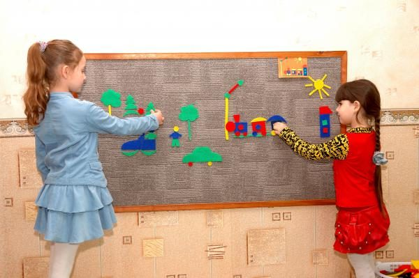 Дети у коврографа