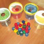 Крышки и стаканчики для игры-сортировки