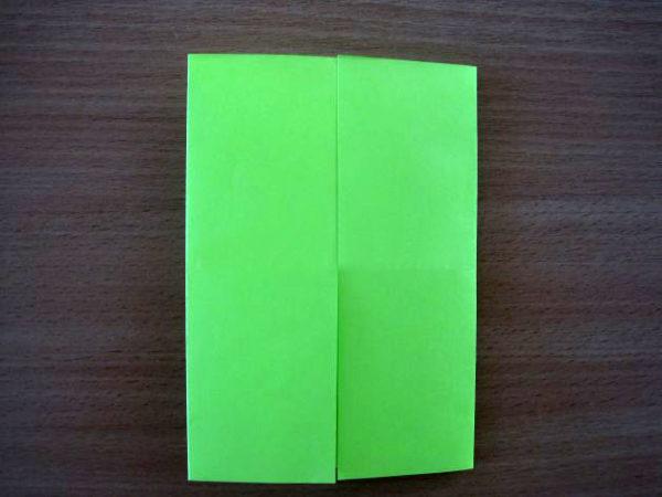 Боковые стороны листа сложены