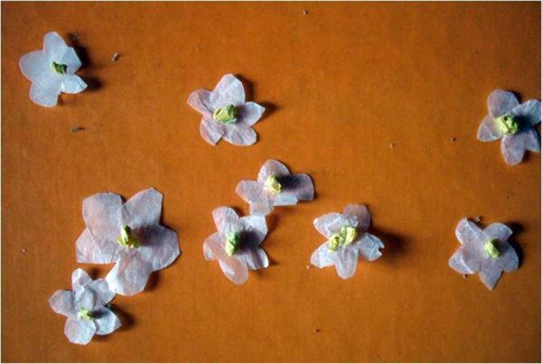 Цветочки из бумаги для земляники