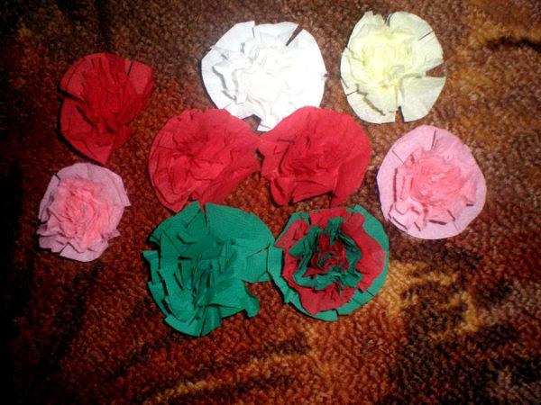 Цветы и кустики из салфеток