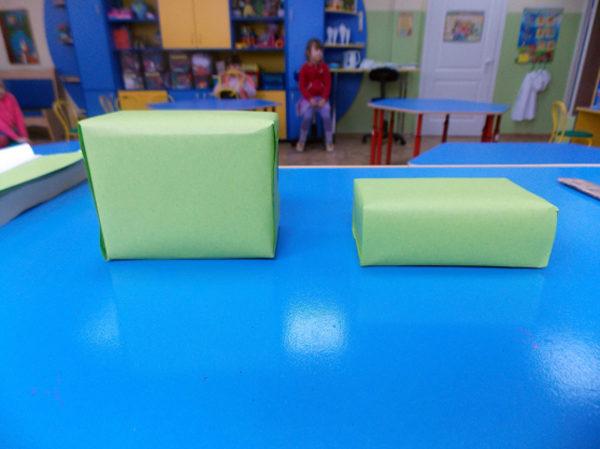 Две обклееные заготовки лежат на столе — основа будущей кабины