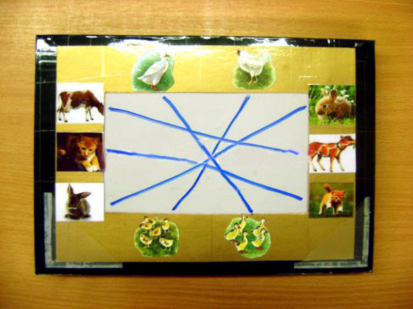 Готовая рамка с картинками и проведёнными от них фломастером дорожками