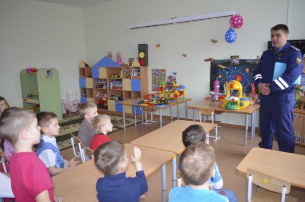 Инспектор ГИБДД в гостях у будущих школьников