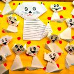 Кошка с котятами, выполненные из бумаги и наклеенные на лист картона