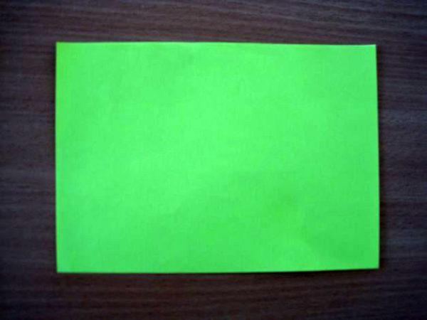 Лист зелёной бумаги