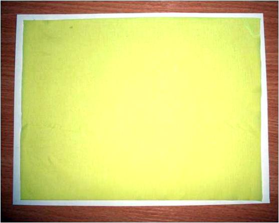 Лист креповой бумаги, приклеенный к картону