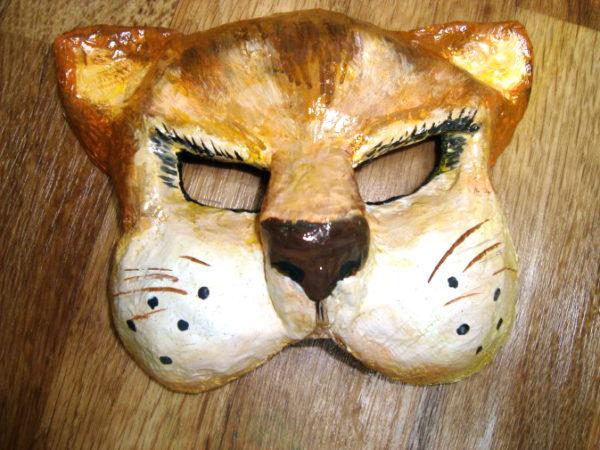 Раскрашенная маска тигра