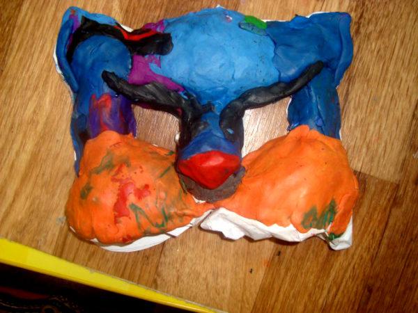 Вся маска заполнена пластилином