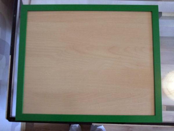 Готовый поднос в зелёной рамке