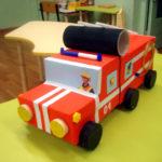 Пожарная машина, выполненная из бросового материала