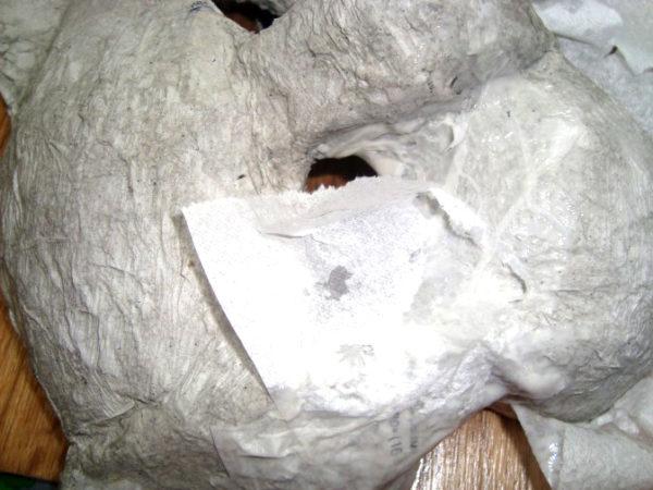 Проклеивание маски туалетной бумагой