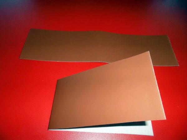 Два кусочка светло-коричневого картона