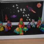 Инсталляция на космическую тему, выполненная на занятиях кружка по лепке