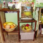 Уголок природы с муляжами фруктов и овощей