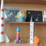 Три поделки ракет разных видов и размеров