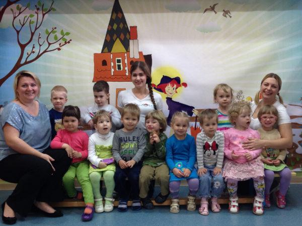 Группа детей с воспитателями