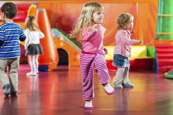 Дошкольники импровизируют в танце