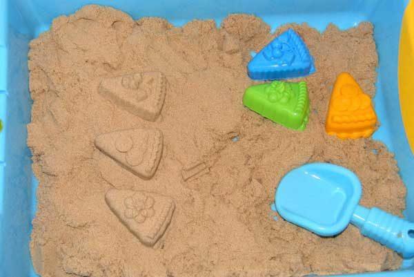 Куличики из песка, формочки и совок