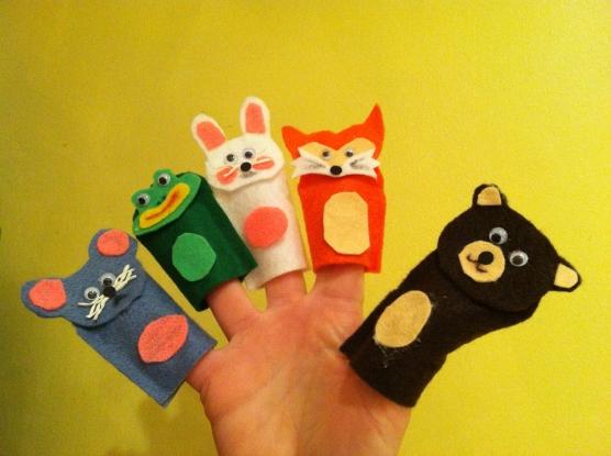 На пальцах мышка, лягушка, заяц, лиса и медведь