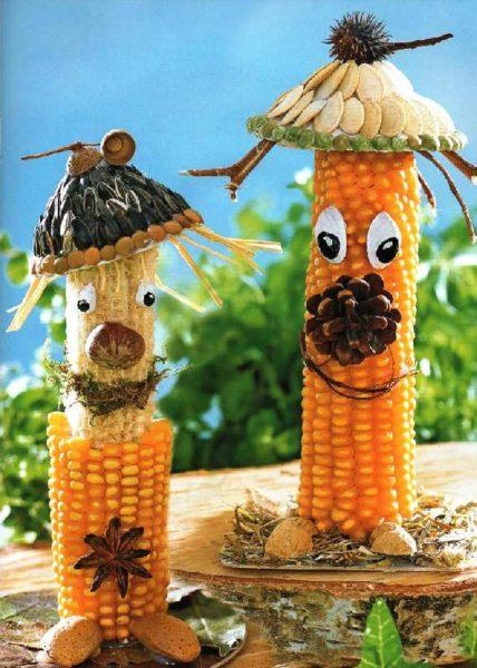 Две поделки из кукурузы,семечек, шишек и других природных материалов