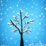 Изображение дерева, нарисованное с помощью ватных палочек