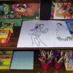 Уголок рисования с раскрасками, карандашами и красками