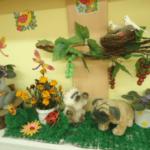 Уголок природы с гнездом и птичками