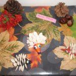 Ёжики из семечек на полянке из листьев