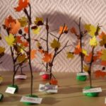 Осенний лес из сухих веточек и листочков из цветной бумаги