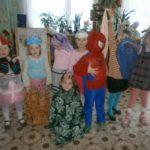 Дети в костюмах сказочных героев