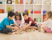дети играют сами