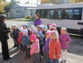 Экскурсия даёт возможность дошкольникам наблюдать объекты и явления в естественных условиях