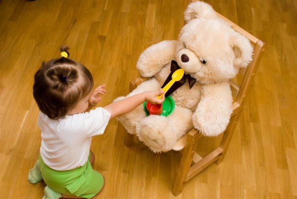 Игра с плюшевым медвежонком
