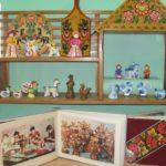 Изделия декоративно-прикладного искусства в уголке