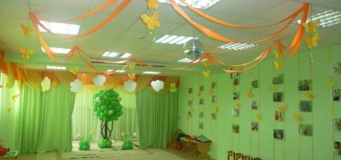 Красиво оформленный музыкальный зал в ДОУ должен радовать детей и в будни, и в праздники