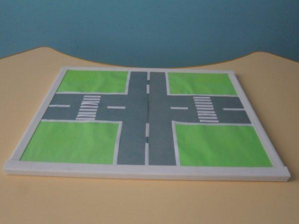 Макет улицы с перекрёстком