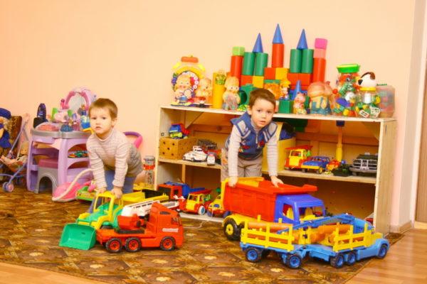 мальчики с машинами