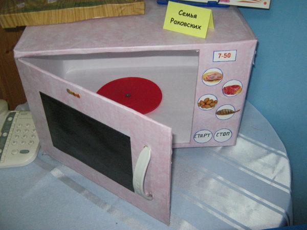Макет микроволновой печи, выполненный из картона