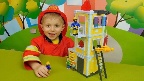 Ребёнок в костюме пожарного