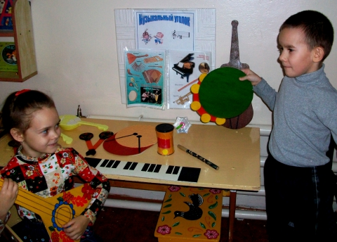 Самостоятельная деятельность в музыкальном уголке