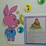 Стенд с изображением Пятачка из мультфильма про Винни Пуха