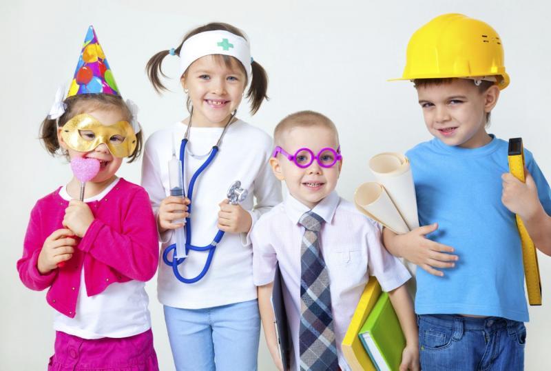 В сюжетно-ролевых играх отражаются знания, впечатления, представления ребёнка об окружающем мире, воссоздаются социальные отношения.