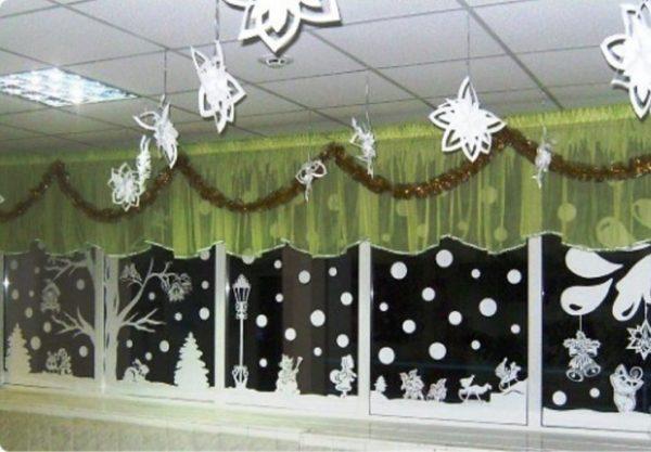Вытыканки на окнах в музыкальном зале